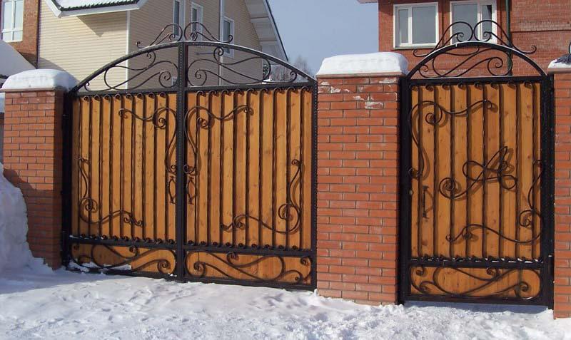 уличные ворота с ковкой