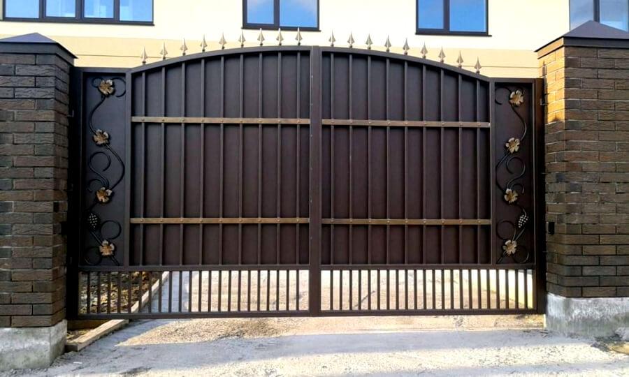 ворота с распашными створками