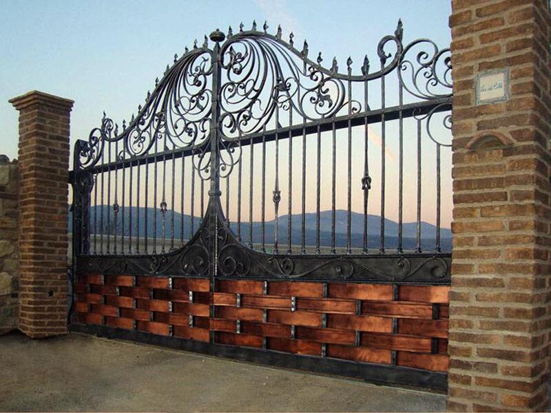 ворота с деревом